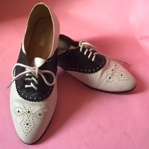 Vintage cream/navy blue leather shoes